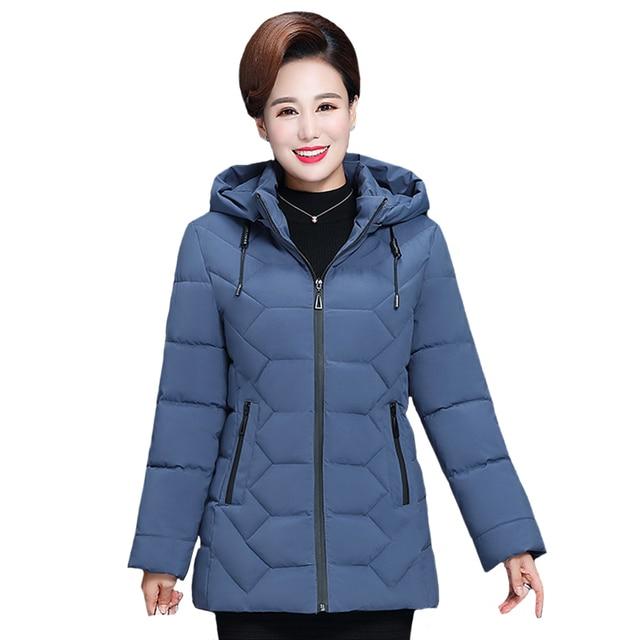حجم كبير 5XL منتصف العمر النساء الشتاء سترة قصيرة 2020 مقنعين القطن معطف المرأة سميكة عارضة الأم الشتاء سترة المرأة سترة
