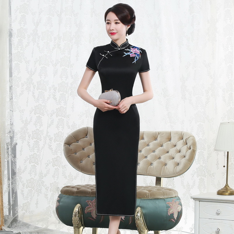 2019 Top Fashion With Thick Silk Cheongsam Long Short-sleeved Embroidered High-grade Restoring Ancient Ways Is Simple And Easy