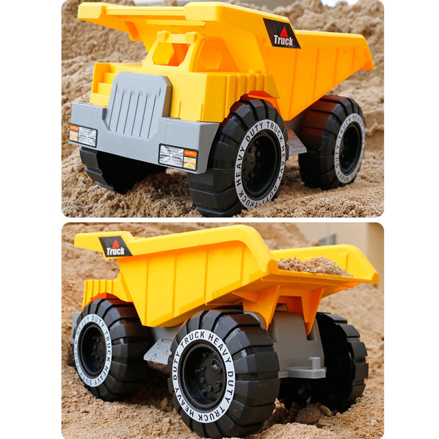 camion de juguete en tierra