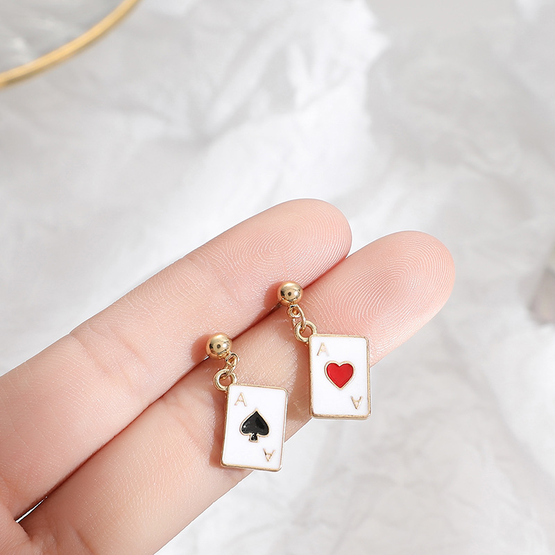 Criativo poker ace gota brincos corações espadas cartões assimetria mini balançar brincos presentes para meninas jóias design exclusivo