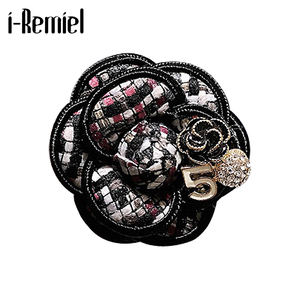 Korean Fashion New Camellia Flower Brooch No. 5 Corsage Lapel Pin Luxury Jewelry Design Gifts Fo Women Shirt Bag Hat Accessories