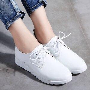 Image 3 - STQ zapatillas de deporte informales de Invierno para mujer, zapatos de cuña de cuero genuino con cordones, planos de Ballet, 9935