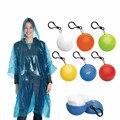 Переносной плащ мяч для женщин и мужчин  непромокаемая Водонепроницаемая одноразовая пончо с капюшоном для кемпинга  пластиковый брелок дл...