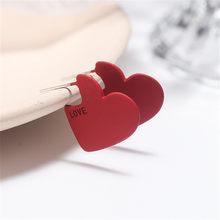 Boucles d'oreilles en forme de cœur pour femmes, boucles d'oreilles à lettres rouges, personnalité, tempérament, fabrication de bijoux de style minimaliste