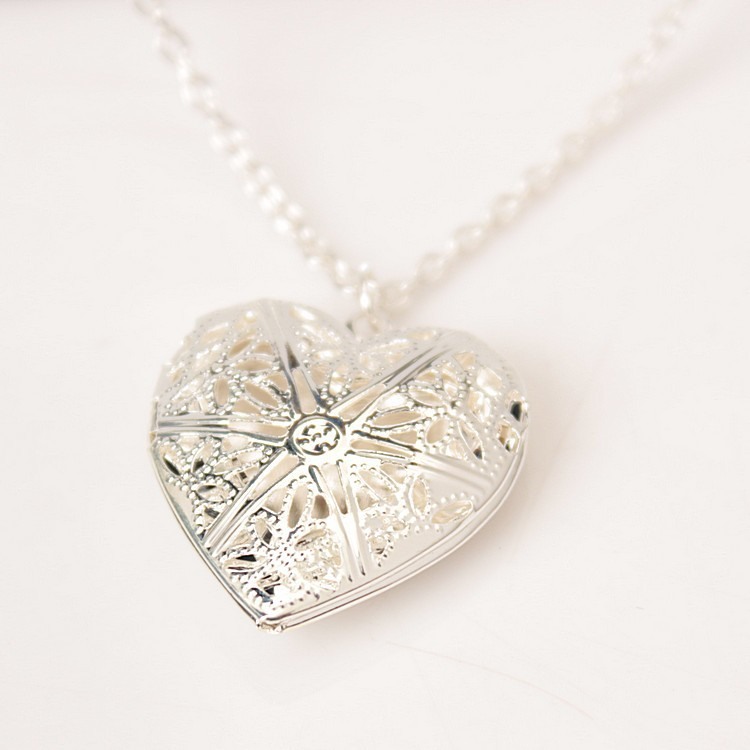 Heart Shape Heart Necklace Can Play Open Small Photo Plated Korean-style Hollow Out Women's Through Flower Peach Heart Shape Pho