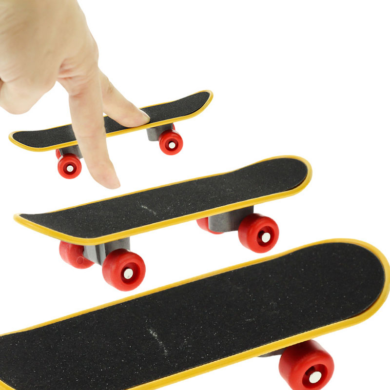 1pc Professional Type Bearing Wheels Skid Pad Maple Mini Skateboards Alloy Stent Bearing Wheel Fingerboard Toys Random Color