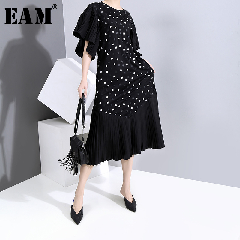 [EAM] Women Black Printed Pleated Long Dress New Round Neck Half Flare Sleeve Loose Fit Fashion Tide Spring Summer 2020 1W009