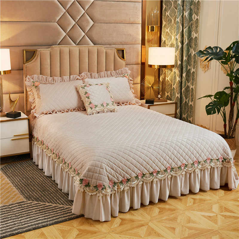 Luxury Beige Purple Pink Blue Lace Embroidery Thick Quilted Fleece Velvet Bedspread Bed Cover Bed Sheet Blanket Pillowcases 3pcs
