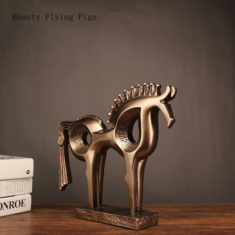 Ventes directes nouveaux produits explosions créatif chanceux animal cheval résine sculpture bureau nouvelle maison cadeaux décoratifs ornements