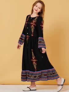 Image 2 - Muzułmanki sukienka dla dzieci dziewczyny Abaya luźna Kaftan drukowana sukienka Maxi z długim rękawem przyciski szata jednakowe stroje rodzinne sukienka o nec