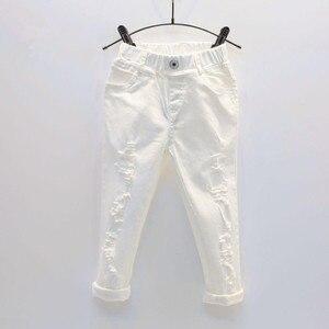 Image 1 - תינוק ילד לבן ג ינס ג ינס מכנסיים אביב סתיו ילדים Ripped מכנסיים ילדים שבור מכנסיים מוצק פעוט חותלות 2 7 שנים
