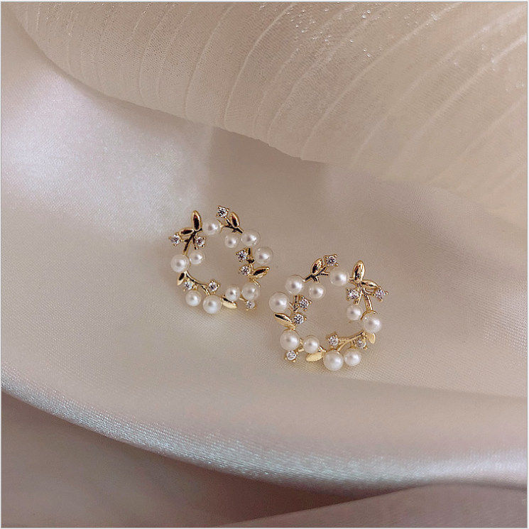 2020 new small fresh and lovely flower earrings crystal geometric earrings round pearl earrings Zircon Earrings