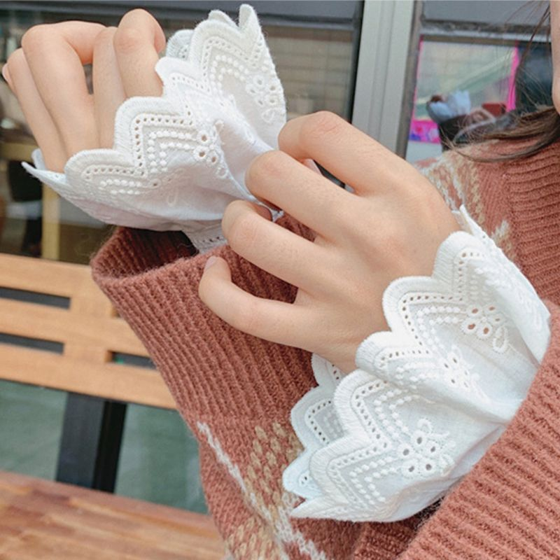 Womens Pleated Ruffles Horn Cuffs Hollow Out Embroidery Floral Lace Fake Sleeves H37C