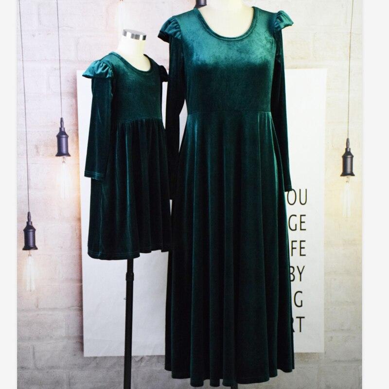 Girls and Mother Vintage Parent-child Dress Autumn 2019 Female Long Sleeve O-Neck Green Velvet Dresses Femme Party Vestidos 3