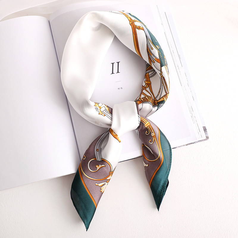 2020 Fashion New Style Spring And Summer Beach Printing Silk Headscarf Lady Sunscreen Square Shawl Women's Quality Silk Scarves