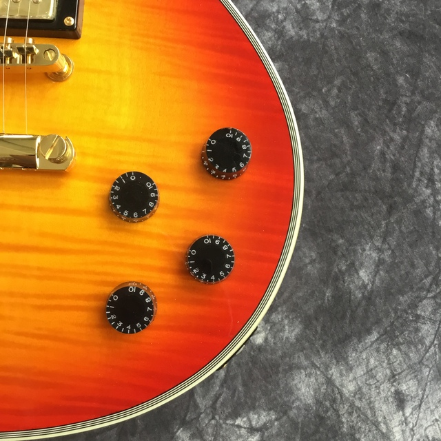Suneye LPOD guitar and case, tiger flame top guitar sunburst color. Mahogany body. Gold hardware 5