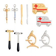 1pc Hot Sale Medical Equipment Syringe Hammer Microscope Scalpel Ambulance Brooch Badge Gold Silver Collar Bag Accessory