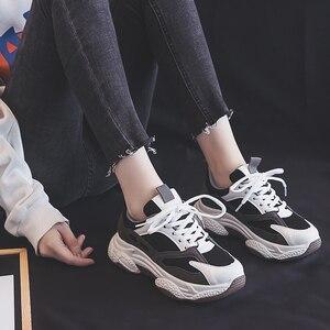 Красивые женские кожаные кроссовки на платформе; сезон весна-осень; модная женская обувь на плоской толстой подошве; женская обувь для папы