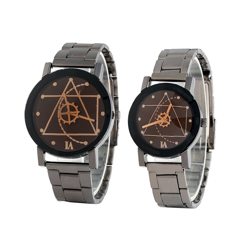 часы Fashion Hot Selling Quartz Watch Creative Triangle Gear Watch Gun Black Steel Band Couple Watch часы мужские