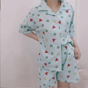 Image 2 - Bangtan garçons pyjama ensemble été Harajuku imprimé Kawaii dessin animé Crayon Shin chan coton Pyjamas à manches courtes vêtements de nuit pour enfants