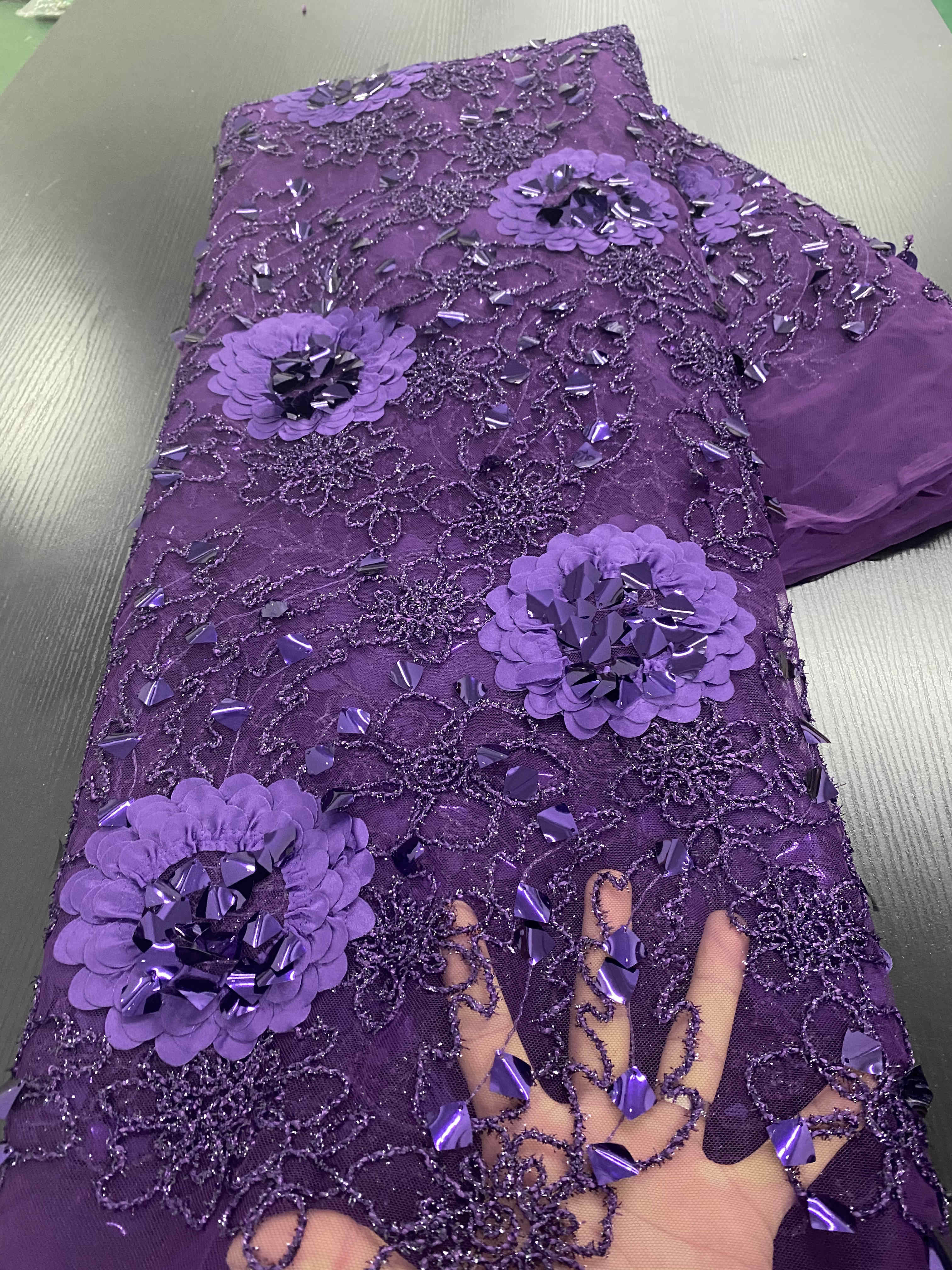 Latest Nigerian Lace Fabrics for Wedding 5Yardspcs Purple French 3D Lace African Lace Fabric 2020 High Quality Lace with Beads