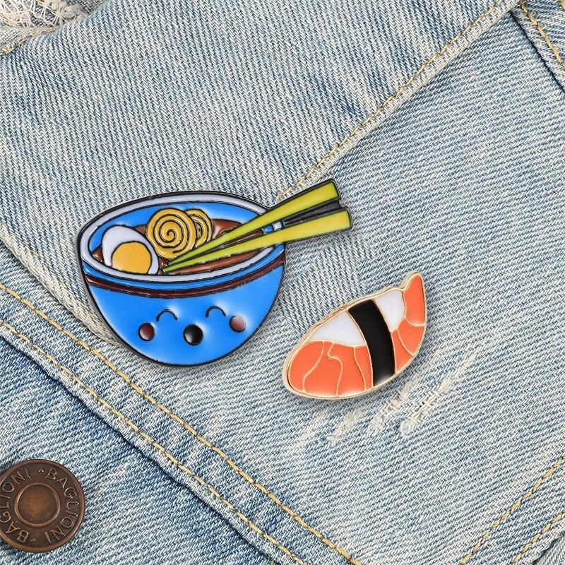 Broche mignonne de Style japonais, bol de Ramen d'œufs, nouilles Sushi, dessin animé, épingles en émail, sac de vêtements, épingle à revers, Badge personnalisé, bijoux cadeau