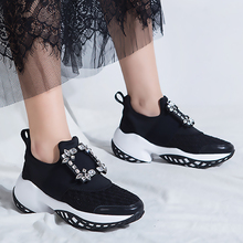 Zapatillas de plataforma con hebilla de cristal, zapatillas de diseño de malla de aire, gruesas zapatillas de mujer gruesas, zapatos casuales vulcanizados 2019