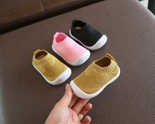 Dziecięce buciki dziecięce buciki oddychające b dziecięce buty dla małego dziecka dziewczęce chłopięce buty codzienne wykonane z siatki miękkie dno wygodne antypoślizgowe buty tanie tanio NoEnName_Null Elastycznej tkaniny Płytkie Wiosna jesień Slip-on Stałe Dla dzieci Unisex Pierwsze spacerowiczów