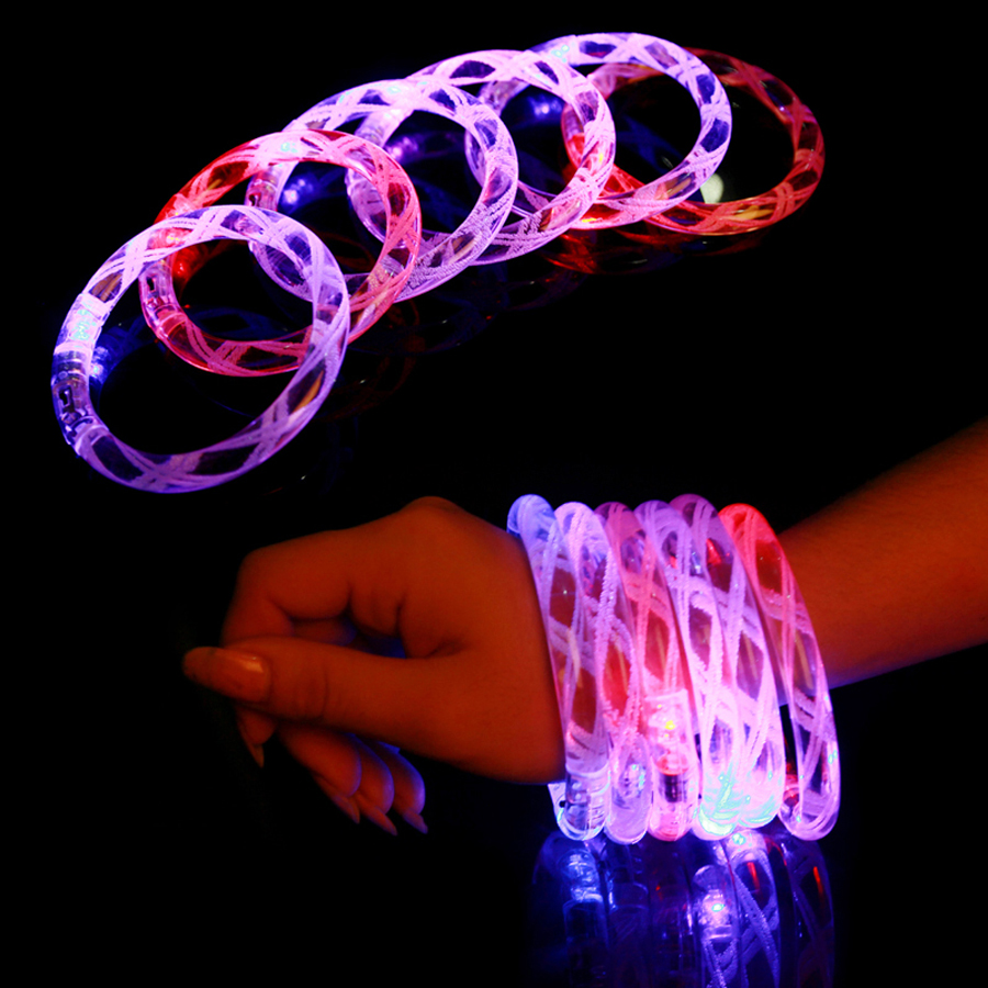 12 stks / partij Multicolor LED Knipperende Armband Oplichten Acryl Bangle voor Party Bar Halloween, Kerstmis, Hot Dance Gift 2017 Nieuw