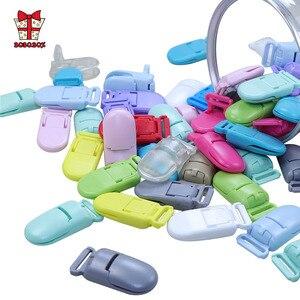 Image 1 - BOBO. BOX 100Pcs Baby Schnuller Clip Kunststoff Baby Halter Schnuller Schnuller Multicolor Infant Dummy Clip Nippel Halter Baby Schnuller