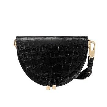 Μαύρη τσάντα με υφή κροκό σε σχήμα μισοφέγγαρο Τσάντες - Πορτοφόλια Αξεσουάρ MSOW
