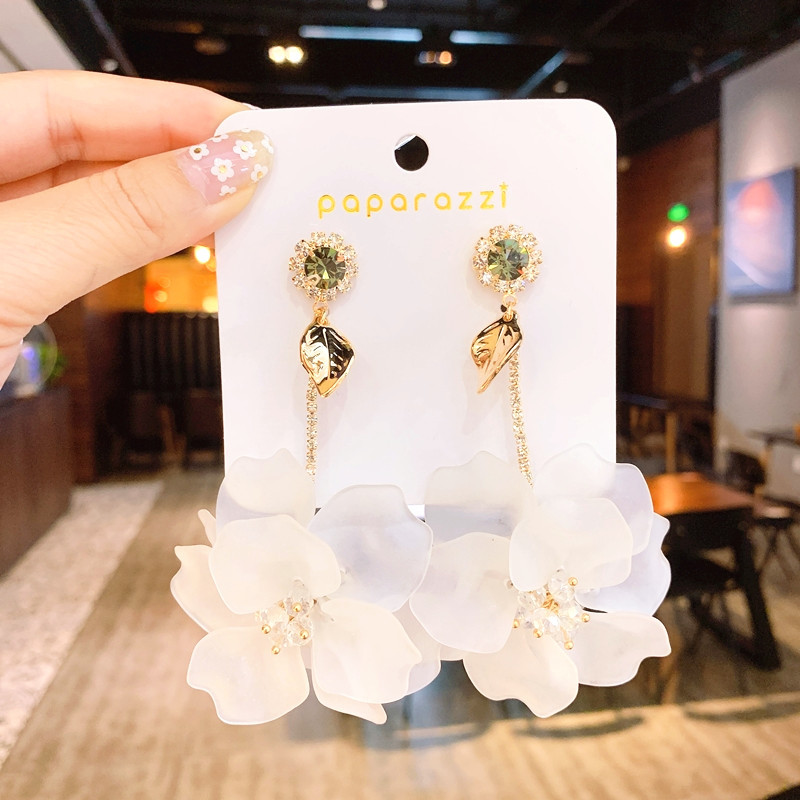 Korea hot fashion jewelry exaggerated hand-woven large white flower earrings long holiday party statement earrings for women