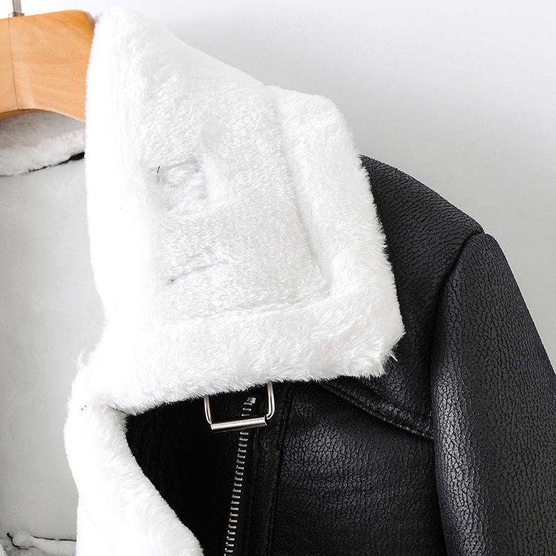 Куртка женская из искусственной кожи на молнии с карманами