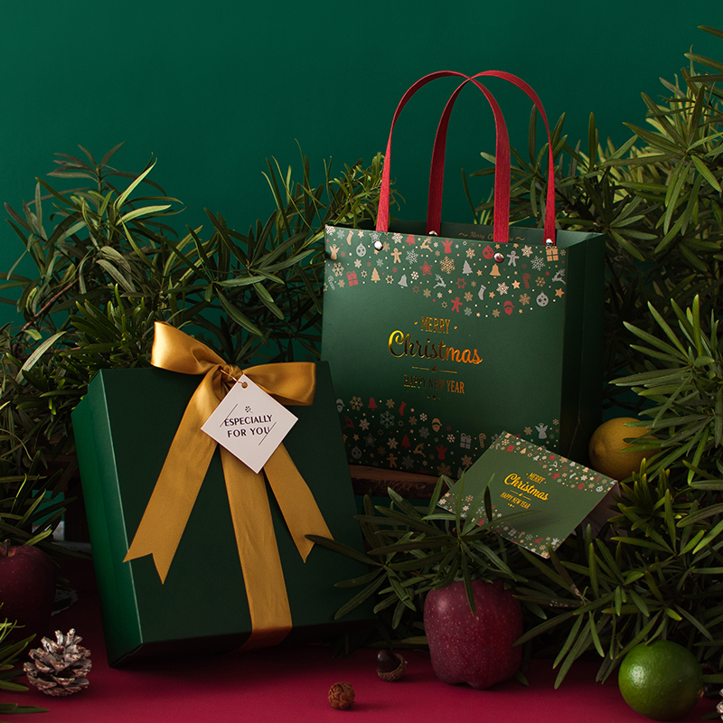 Christmas Eve Candy Gift Bag With Handles Happy New Year Gift Packaging Paper Gift Box For Jewelry Candy And Scarf Decoration