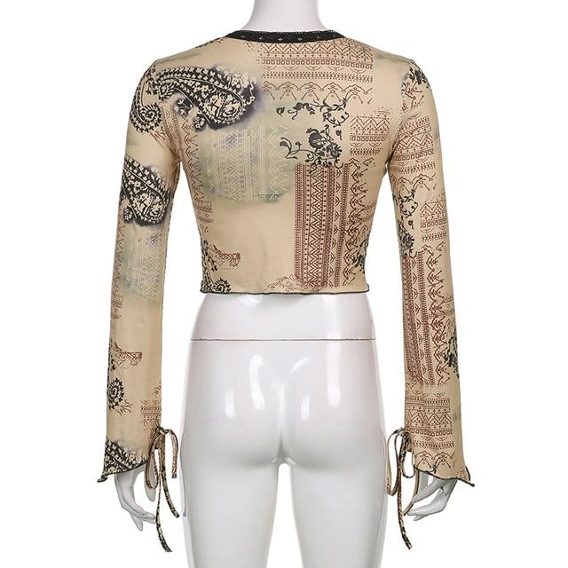 Vintage and elegant crop top t-shirt in khaki