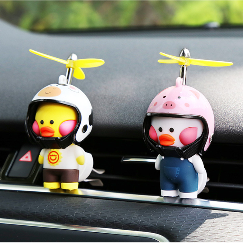 Car duck with helmet to break the wind, small yellow duck, air-conditioning vent, aromatherapy decoration, lasting fragrance