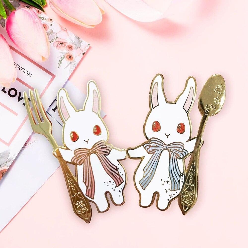 Kawaii coelho mágico pino de esmalte duro moda dos desenhos animados garfo rosa coelhos e colher azul coelho pastel broche foodie jóias presente