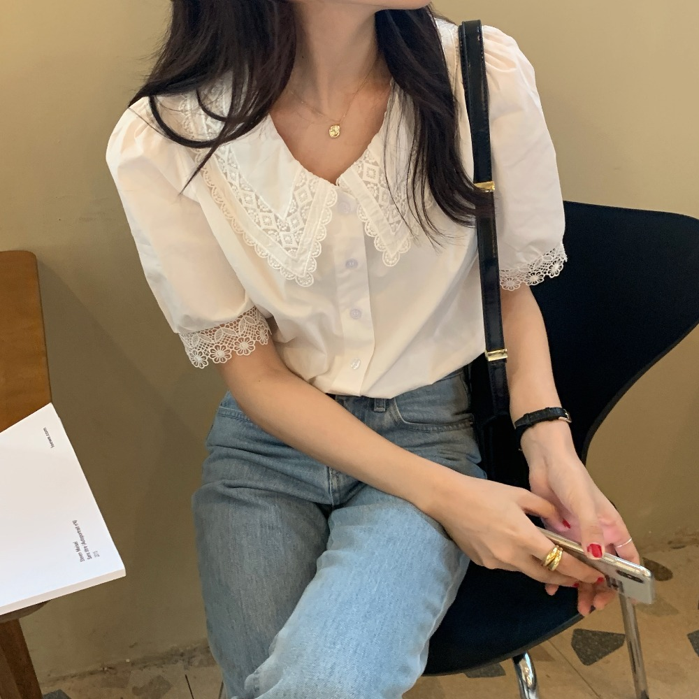 H07fcc50bdc0e454fa60df129b836e1ebc - Summer Korean Turn-Down Lace Collar Puff Sleeves Top with Hollow Out Sleeve Edges