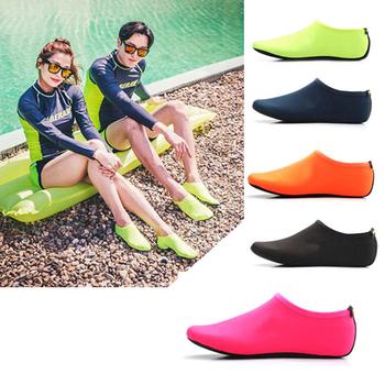 Unisex buty do nurkowania boso sporty wodne buty do skóry skarpetki wodne buty na plażę piasek pływanie antypoślizgowe joga aerobik wodny skarpety tanie i dobre opinie Pasuje prawda na wymiar weź swój normalny rozmiar GT367 Szybkoschnący light Wytrzymałe Green Black Lack Blue Rose Red Orange