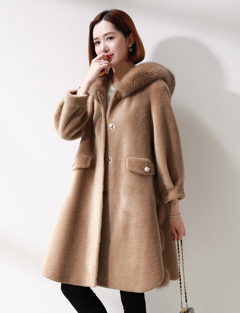 Women's Real Fur Coat Winter Warm Sheep Shearing Overcoat Women Hoody Real Fox Collar Long Windproof Parka LX2468