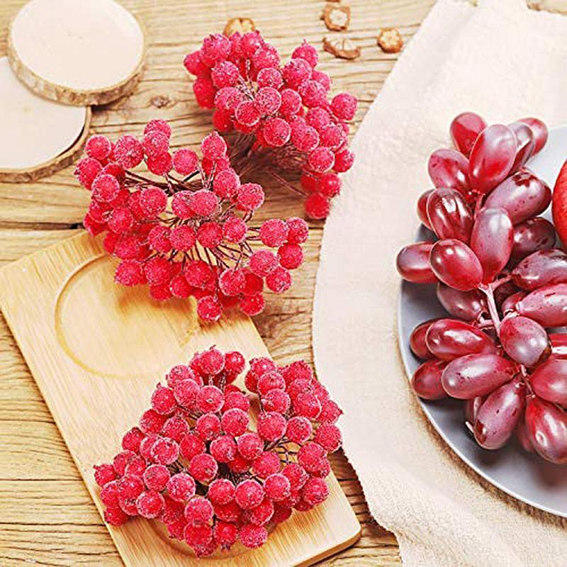 40 Pcs Kerst Kunstmatige Berry Mini Kerst Frosted Fake Berry Vivid Red Holly Berry Kerstboom Decoratieve title=