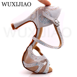 Image 5 - WUXIJIAO יהלומי כסף סאטן לטיני ריקוד נעלי גבירותיי סלסה מסיבת ריינסטון סלוניים נעלי נשים 9cm