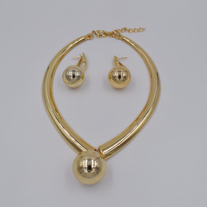 Image 3 - 높은 품질 ltaly 750 골드 컬러 쥬얼리 여성을위한 설정 아프리카 구슬 jewlery 패션 목걸이 세트 귀걸이 쥬얼리