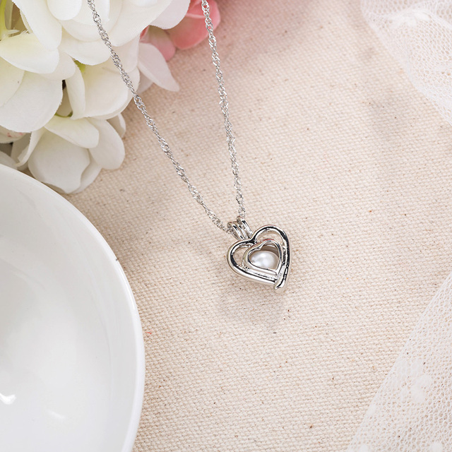 Women Heart Shape Glowing Pendant Necklace Letter Heart Hollow Charm Chain Necklace  for Women Luminous Fashion Jewelry Gift