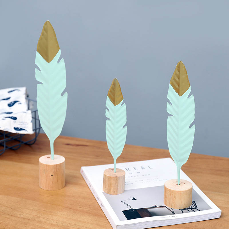 Birthday Gift Feather Statue Table Office Home Accessories Metal Crafts Wooden Base Living Room Decoration Wrought Iron 1Pcs