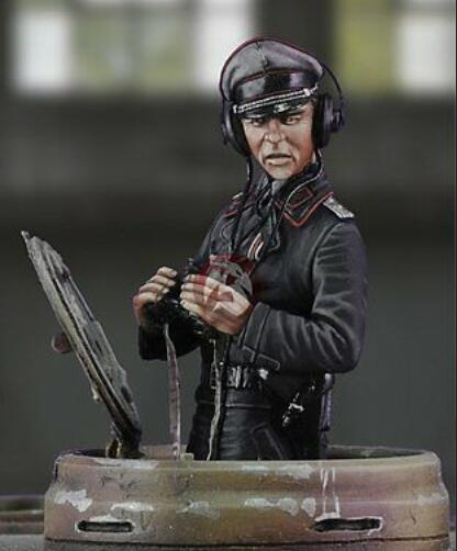 Assembly  Unpainted  Scale 1/35    TANK COMMANDER  Figure Historical  Resin Model