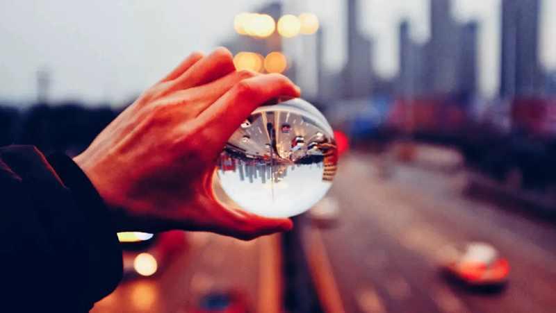 cristal transparente sorte arco-íris foto bola de
