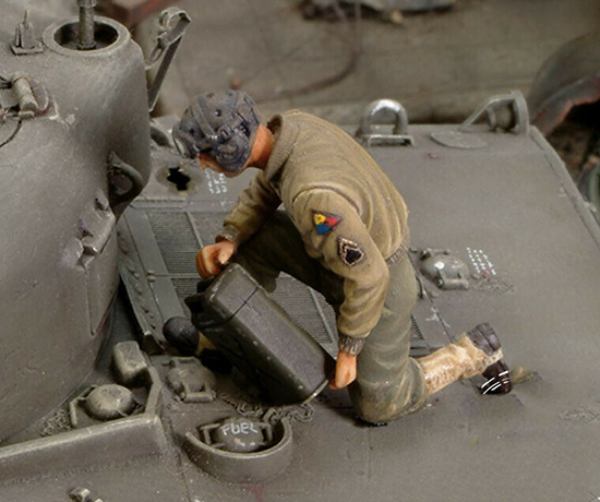 1/35 US Crew Member Refuelling (NO TANK ) Resin Figure Model Kits Miniature Gk Unassembly Unpainted