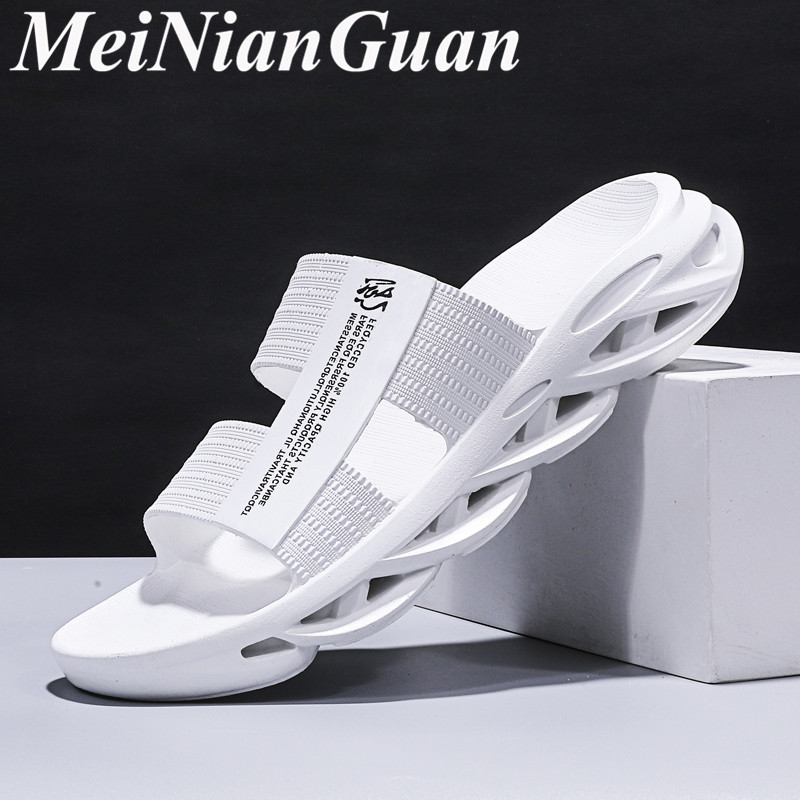 Teenager Outdoor Slippers House Man White Shower Slippers Men  Soft Beach Sandals Flat Male Shoes Adult Simple Summer Shoes L13