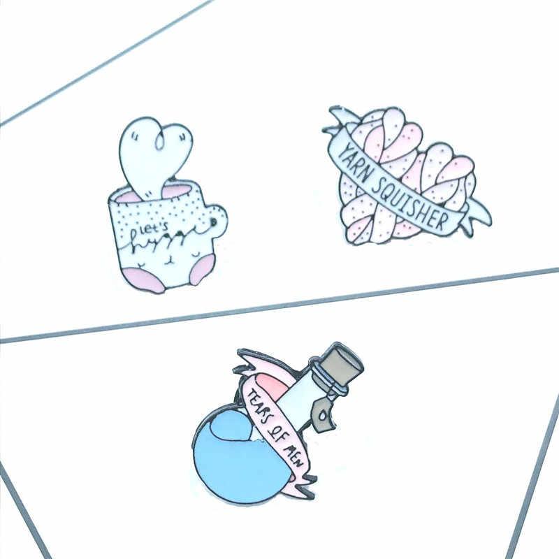 Lacrime di Uomo Blu Reagente Bottiglia Del Metallo Dello Smalto Spilla Spille K Cuore Lane E Filati Squisher Plet Tazza di Tè Delle Distintivo Spille divertimento Avanguardia Del Regalo Dei Monili